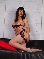 Desyra Noir Sexy German Secretary In Stockings