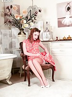 Lola's spread legs sheathed in rare vintage nylons