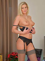 Samantha SnowS tease you in a lingerie and stockings