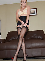 Beautiful Girls in silky, sheer Fully Fashioned Vintage Nylons - Real Nylon Stockings