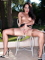 Chloe Lovette's alfresco masturbation session!