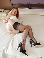 Vixen Nylons : long legs and sexy feet encased in nylon stockings