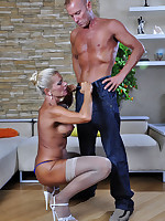 Gorgeous mature bares her ripe curves for a slam-bang with a younger stud
