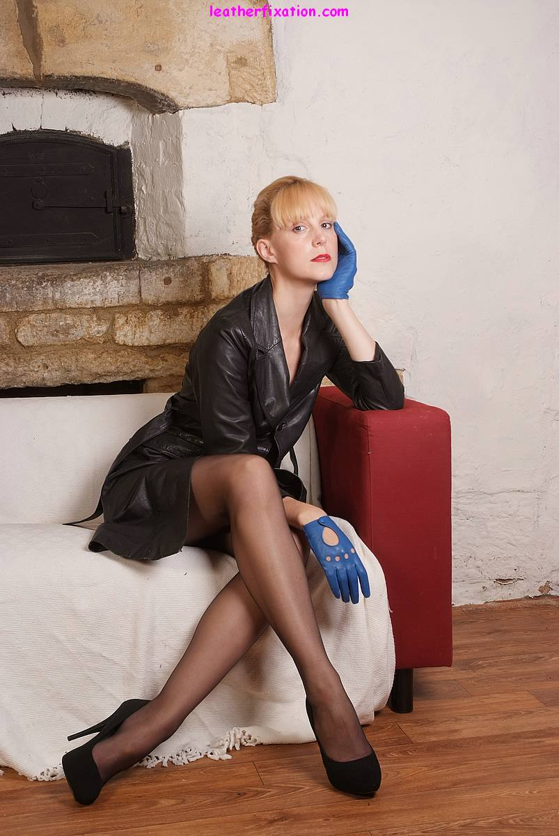 Hot blonde Milf Joss opens up her long leather jacket and