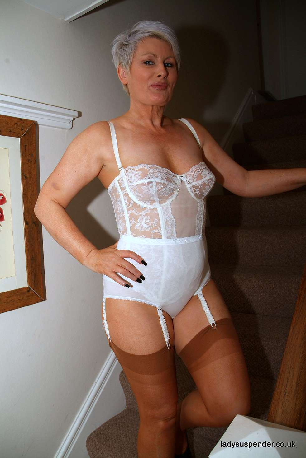 Mature Lady In Girdles Tgp 9